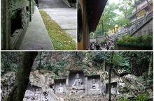 位于灵隐寺前,飞来峰景区古树繁茂,怪石嵯峨,峰中遍布天然洞壑。峰前有灵隐涧;在洞内外和溪边500米长