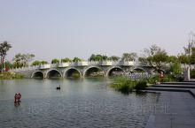 郑州园博园,集古今国内外造园艺术之大成。国内展园重点突出以北京为代表的皇家园林,以苏州为代表的私家园
