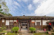 贺麟故居纪念馆。 贺麟,中国近代著名的哲学家、哲学史家、黑格尔研究专家、教育家、翻译家,是当代新儒家