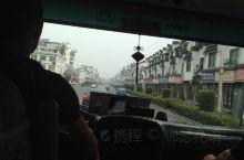 上午从黄山下荣鼎酒店打车,转中巴到歙县,又转中巴到深渡,下车步行三分钟就到了农家乐。