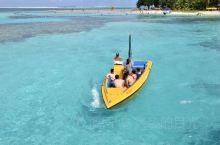 塞班的军舰岛,形状狭长得像军舰一样、海水清澈、沙滩细腻。万岁崖下波涛汹涌,形成的风洞,拍起白色的浪花