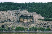 石窟永存 而有的人 借助那些石像 不死