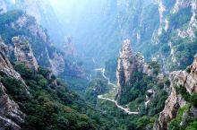 白石山位于桂平市麻垌镇白石村,距桂平市区35公里。白石山海拔650米,景区面积近11平方公里。该山双