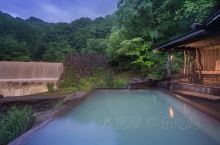 霭霭白雪下的温泉,大概就是秋田乳头温泉最经典的画面了,到了秋田不能不逛的秘汤乳头温泉,推荐大家位在「