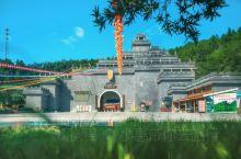 """东浒寨风景区位于赣、湘、鄂三省交界处,""""浒"""",本义指水边,离水稍远的岸上平地,因山寨位于修河源头的东"""
