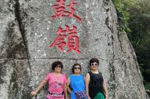 铜鼓岭为海南景点,位于文昌市龙楼镇,距文昌市区40公里,以铜鼓岭为中心,包括淇水湾、月亮湾、石头公园