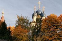 卡洛明斯科娅庄园,位于莫斯科河右岸的皇家庄园,占地面积达390公顷,能将俄罗斯河那如诗如画的景致尽收