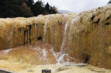 黄龙下雪啦,山上山下穿越秋冬,欣赏到二个季节不同的美,冰天雪地中的五彩池,大自然的鬼斧神工,美不胜收