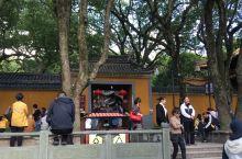 普陀山普济寺,人气旺盛的地方,大家都来祈福、平安