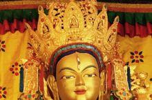 哲蚌寺的洛赛林加仓,是哲蚌寺内唯一可以拍摄的殿宇。藏传佛教的神 明,在造型和法器等方面,都与汉传 佛