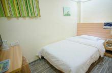 格子微酒店(钦州年年丰广场店)  第一次来钦州,网上订了家经济实惠的酒店,虽然小一点,但是住得也很舒
