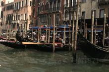 """莫奈的油画《威尼斯大运河》创作于1908年,莫奈总是对他的妻子说:""""威尼斯太漂亮了,不好画。""""但一个"""