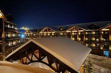 长白山昨天刚下过雪,最近三天都是大晴天。在瑞士酒店露台望着不远处的雪,忍了好久才忍住那股跳下去的冲动