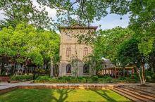 同里古镇的丽则女学是中国最早的女子学校,在当时很有社会意义。如今的丽则女学改建成了花间堂民宿,民宿完