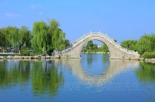 """云龙湖位于江苏省徐州市泉山区,是徐州云龙湖风景区主要景点, 原名""""石狗湖""""[1],最早形成于北宋。云"""