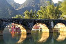 山水仙境鹅泉,为靖西市著名的八景之一,至今已有700多年的历史。村口有一座15孔拱桥,半圆桥孔映在河