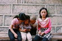 善地德格 德格县,隶属四川省甘孜藏族自治州,位于甘孜藏族自治州西北部,地处东经98°12′~98°4