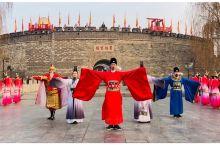 每天早上八点曲阜古城都会有开城仪式,从鸣晨钟开始,热情的开城表演便让人感到曲阜的文化底蕴。仪式过后游
