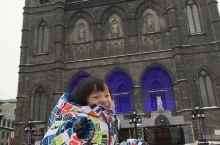 蒙特利尔圣母大教堂参照法国巴黎圣母院而修建,教堂是北美最大的教堂,建成于1829年,位于蒙特利尔市旧