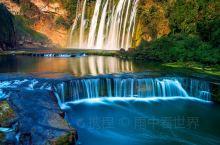 黄果树瀑布出名始于明代游行家徐霞客,古称(白水河瀑布)。黄果树瀑布是亚洲第一瀑布,与周围18个瀑布组