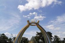 水晶公园是去文莱国必去的地方,建造时耗巨资约13亿文币,1994年正式开放,这个公园一般的开放时间是