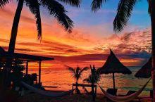 亚萨瓦(yasawa)群岛是离斐济主岛比较远的一列岛屿,从主岛出发到这里坐船要四个半小时。它是斐济最
