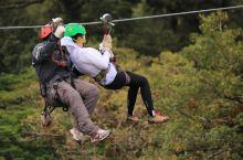 哥斯达黎加高空滑索 刺激刺激还是刺激  回想下自己玩的最极限的运动就是哥斯达黎加体验的高空滑索了!