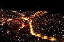 色达佛学院的夜景,一看就让人有一种想去的感觉。