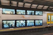 在悉尼搭乘地铁,公共交通确实方便