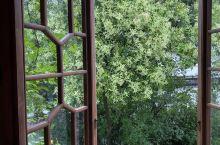 风景秀丽,住宿舒适,服务周到。开窗就是江南草木,小桥流水。下次来还会再住