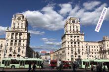 白罗斯,免签目的地 2  明斯克最壮观,最美丽的建筑莫过于中央车站前的广场,不但雄伟壮观,而且注重细