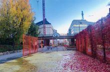 十月的赫尔辛基秋色迷人,街头随拍,尽是多彩斑斓的秋意。赫尔辛基城市里随处可见的绿化,在秋季慢慢变成各