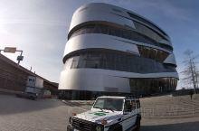 梅赛德斯-奔驰博物馆属于世界上最古老的汽车公司,位于德国斯图加特,收藏了很多过去使用的和豪华的车辆,
