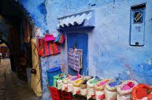 舍夫沙万涂鸦着各种蓝色颜料的小镇,有