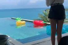 随手就能翻到绿松石别墅的视频,美女们的最爱,苏梅岛地必打卡别墅。  我们是自由行,只预定了两晚酒店,