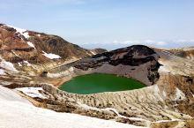宫城县的#藏王御釜 活火山口 非常壮观 冬天是不能上来的 因为雪太大了 小朋友爬的累坏了 哈哈