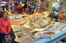 巴勒莫,是意大利西西里島之最大城市,該處古蹟處處,非常值得一遊,尤其他的大眾平民市場,简约檏素,民風