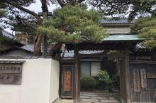 日本新潟県非常小众的旅游地。这次去正值冬季,狂风暴雨的有点扫兴。可是运气好的也有偶尔放晴的时候。见缝