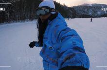 滑雪初体验  小白级滑雪新手,教你如何稳稳的站在单板上  加油,摔一下午就行  【娱乐体验攻略】
