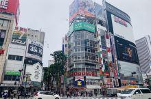 新宿好适合街拍,而且有很多在打折的中古店和药妆店。歌舞伎町对面的这家MINE药妆店,所有商品对应优惠