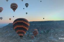 #土耳其#带上闺蜜,浪漫的飞  卡帕多奇亚·土耳其 被誉为地球上最像月球表面的地方,每天清晨,天色还
