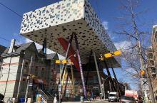 加拿大国家美术馆,几张梵高,几张毕加索,其余的大部分是标榜自己艺术品的工艺品。一个不去后悔,去了也后