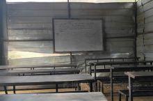 加德满都·巴格马蒂  这是一个充满幸福感的国度。这里的孩子们虽然学习环境和生活条件较差,但是你看到他