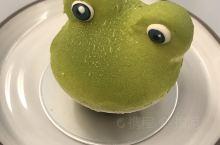 CJSJ台中必吃超星法式甜點店  追求精簡食嚐,就不用汗顏  青蛙:由日本柚子輕慕斯,薑果泥,MEK