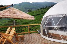 西白山定风坡草堂(定风坡日落西白民宿)附近新开了一家星空气汽泡房,清新时尚,和草堂的古朴相映生辉。
