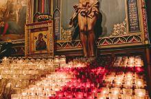 蒙特利尔 • 圣母院大教堂  北美最大的教堂,全世界第二大的圣母教堂。哥特复兴式建筑,宏伟、庄严、神