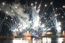 """奥兰多""""迪士尼""""-水上烟花表演!  奥兰多的迪士尼世界,玩个三天三夜都不够!水上的烟花表演太精彩了"""