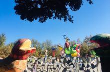 今天去了圣地亚哥旁Escondido市的Queen Califia's Magical Circle