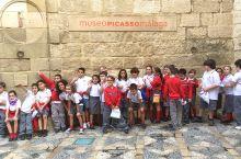 来马拉加必然要访的是毕加索博物馆,因为这里是大师毕加索的出生地。这里是由一所王宫改建,于2003年开