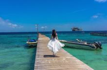 马布岛位于马来西亚仙本那西南,距离仙本那码头45分钟的船程。海岛四周由柔软细腻的沙滩围拢而成,岛小而